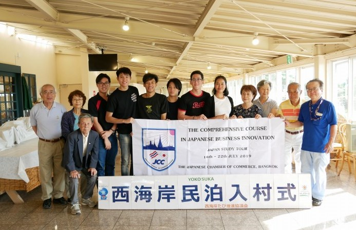タイの学生との集合写真